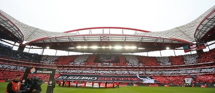 Luz fiel às suas cores Fonte: Facebook do Benfica