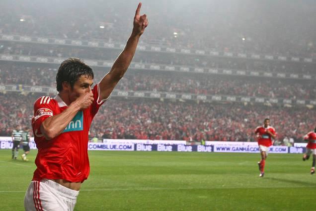 Aimar levou a Luz à loucura com um golo inesquecível, em 2009/2010 Fonte: Mais Futebol