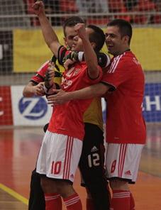 Festejos da equipa encarnada após marcar golo. Fonte: Slbenfica.pt