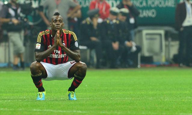 Balotelli e AC Milan: nenhum deles cumpriu as expectativas este ano  Fonte: sport.panorama.it/