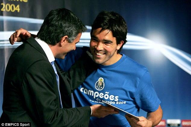 Mourinho e Deco: quiçá, os dois maiores obreiros da glória europeia  Fonte: http://chelseabrasil.com/