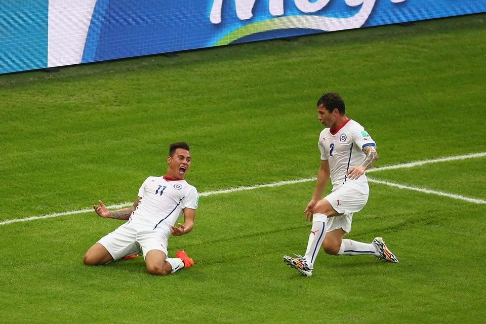 Eduardo Vargas festeja o primeiro golo Fonte: Fifa