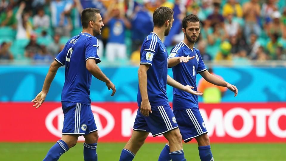 Jogadores da Bósnia saem de cabeça erguida Fonte: FIFA