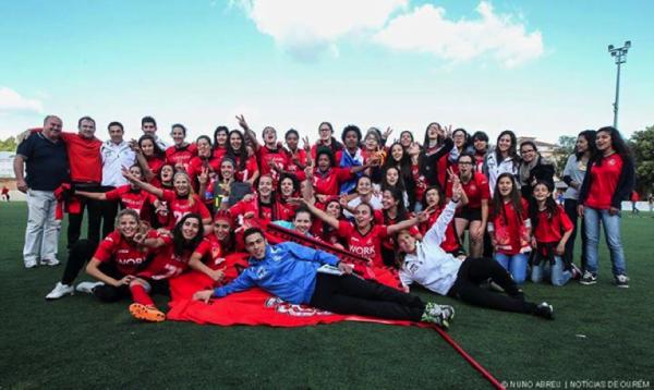 Atlético Ouriense em festa após a conquista do campeonato pela segunda época consecutiva. Fonte: Nuno Abreu / Notícias de Ourém