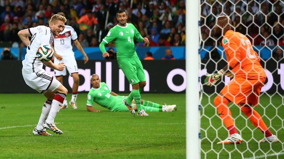 As duas formações estiveram em pé de igualdade ao longo de toda a partida. Fonte: FIFA