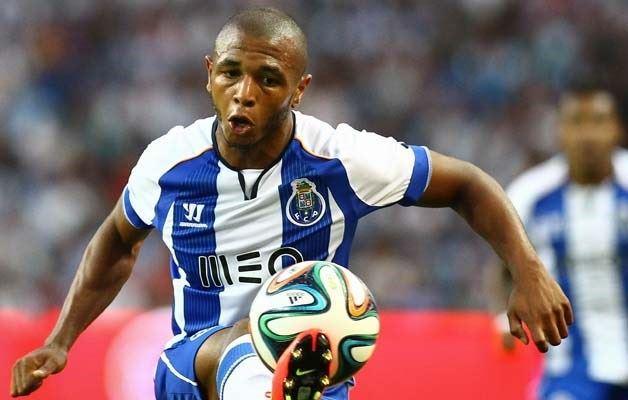 Jogando a extremo, Brahimi foi o melhor em campo no jogo de estreia do campeonato  Fonte: MSN