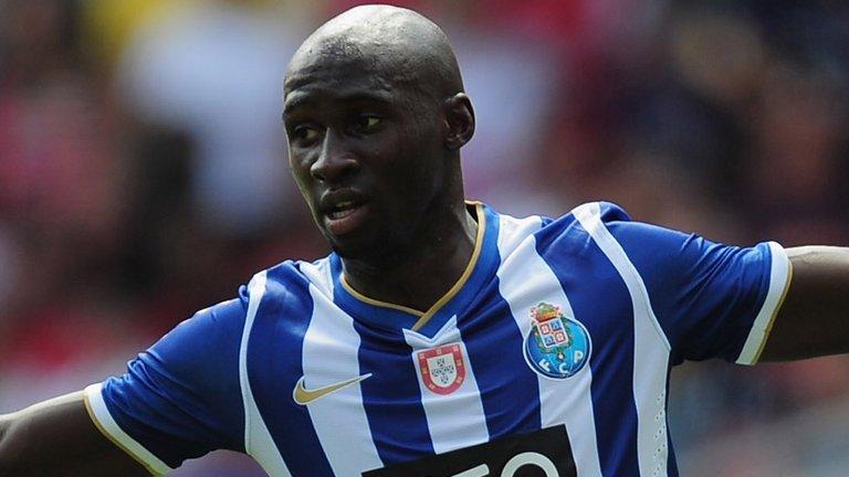 O FC Porto recebeu 30,5M€ por cerca de 57% do passe de Mangala  Fonte: Sky Sports