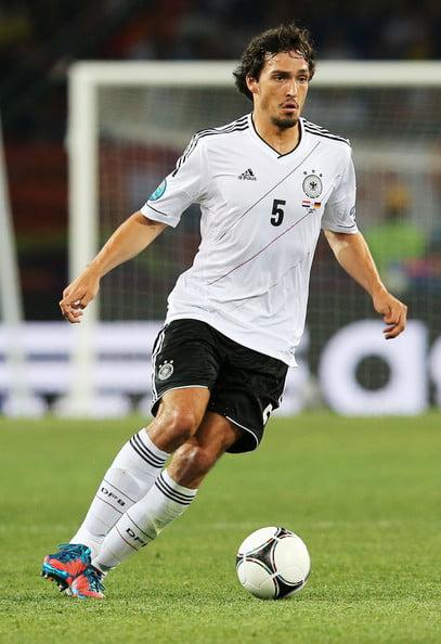 Mats Hummels é, sempre de cabela levantada, uma referência para os centrais do futuro Fonte: zimbio.com