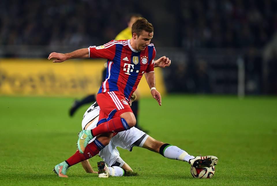 Götze em disputa com Granit Xhaka Fonte: Facebook do Bayern