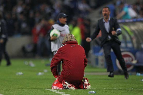E de repente, faltam-lhe as forças... Fonte: Facebook do Sport Lisboa e Benfica