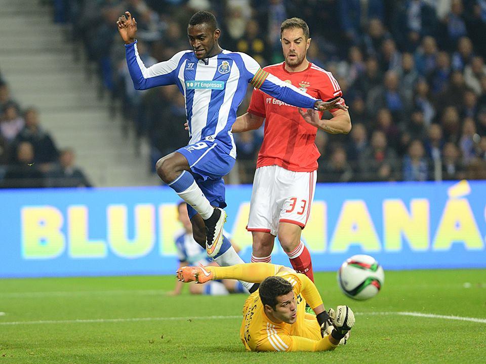 Hoje, a barra travou duas vezes o melhor marcador do campeonato  Fonte: Facebook do FC Porto