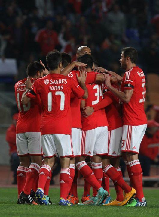 Que 2015 nos traga mais abraços destes Fonte: Facebook Oficial do Sport Lisboa e Benfica
