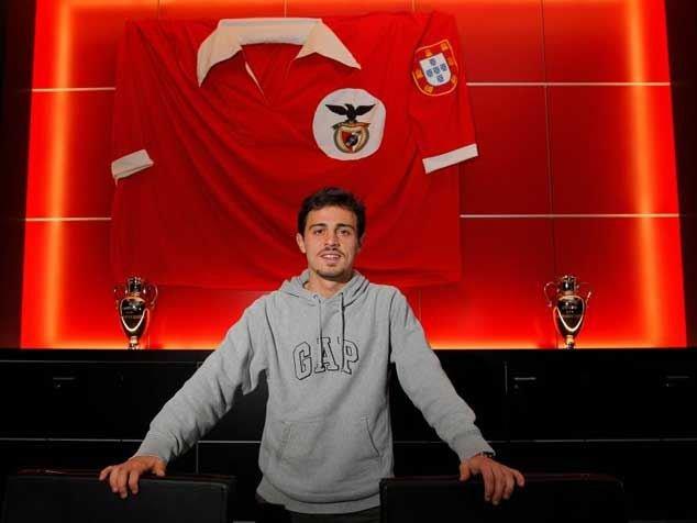 Nesta altura, imaginar o Bernardo a jogar na equipa A já parecia tão certo... Fonte: Facebook do Sport Lisboa e Benfica