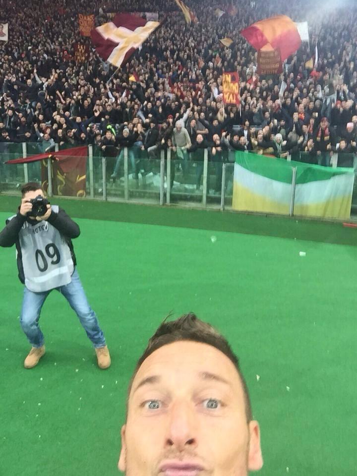 """Selfie"" histórica Fonte: Facebook da AS Roma"