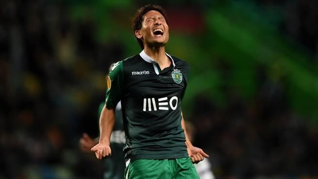 Tanaka bem tentou mas não conseguiu Fonte: Uefa.com