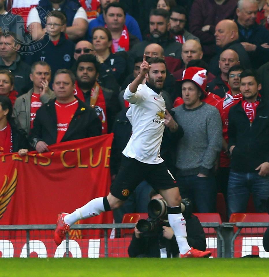 Quão relevantes teriam sido os golos de Juan Mata, ontem, caso Gerrard não tivesse sido expulso? Fonte: Facebook do Manchester United