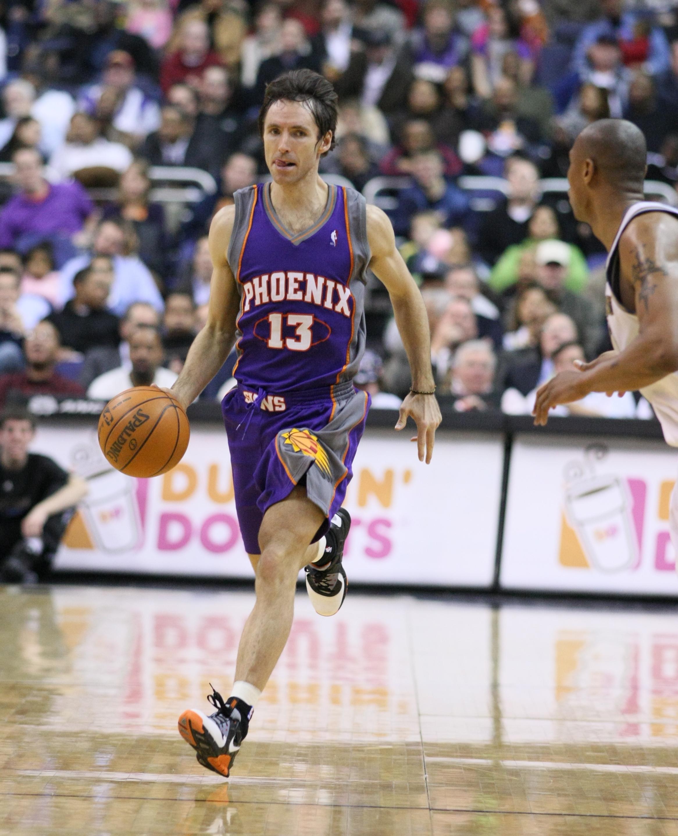 Foi ao serviço dos Suns que Nash jogou cerca de metade da sua carreira  Fonte: Wikipedia