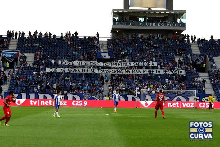 Uma das frases que marcou o jogo Fonte: Fotos da Curva