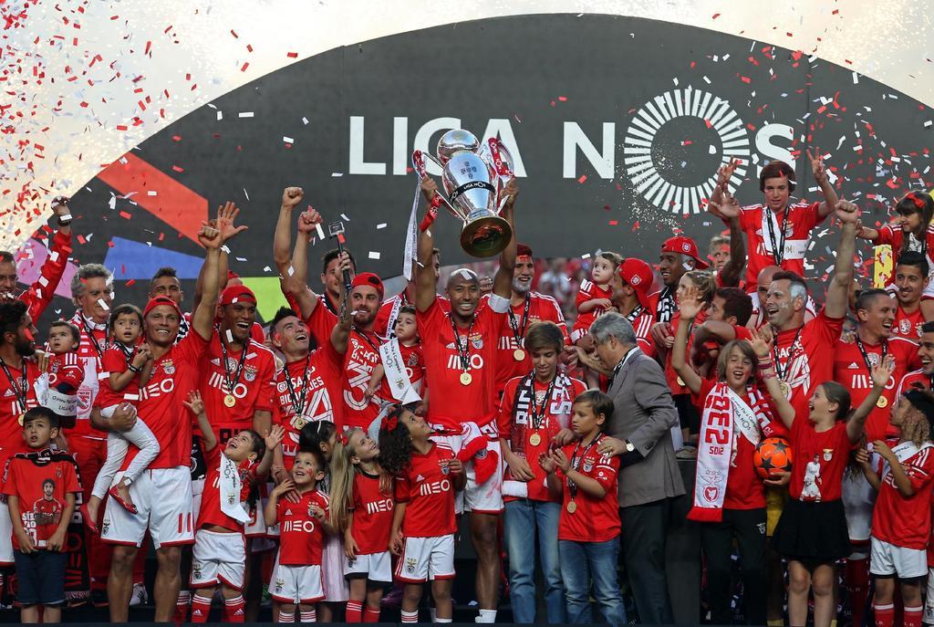 O bicampeonato será uma pesada herança para Rui Vitória Fonte: Facebook do Sport Lisboa e Benfica