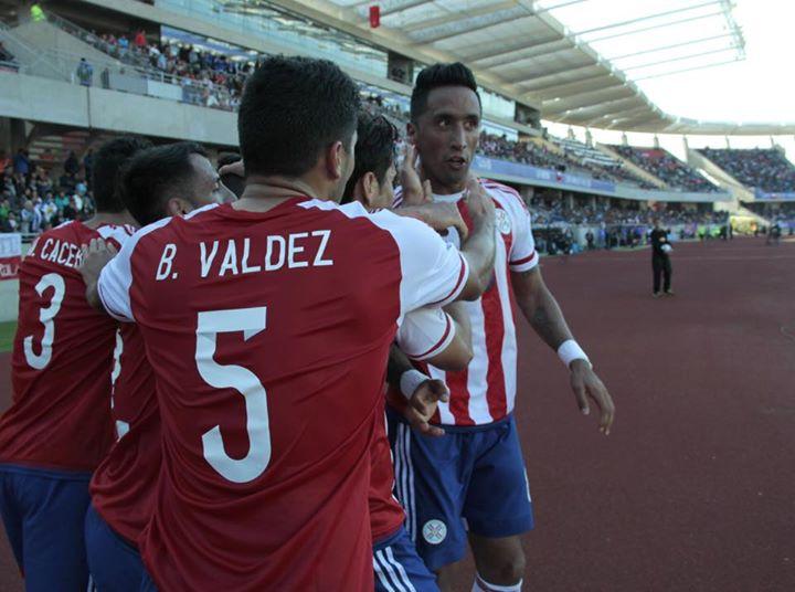 Lucas Barrios a festejar mais um golo na competição Fonte: Facebook da Selección Paraguaya de Fútbol
