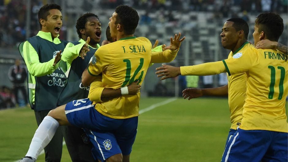 Thiago Silva marcou o primeiro golo do jogo Fonte: Site Oficial da Copa América'2015
