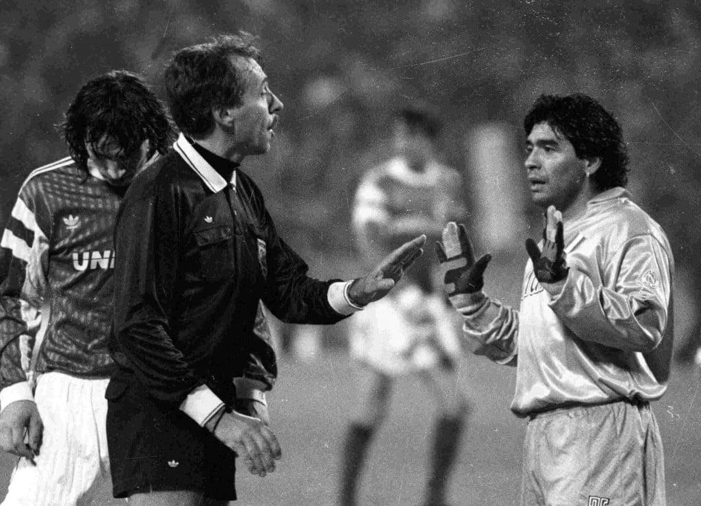 Aleksandr Mostovoi e Diego Maradona no Spartak vs Napoli de 1991 Fonte: Spartak World