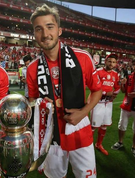 O italiano Cristante tem tido espaço reduzido no plantel do Benfica; Fonte: Facebook de Bryan Cristante
