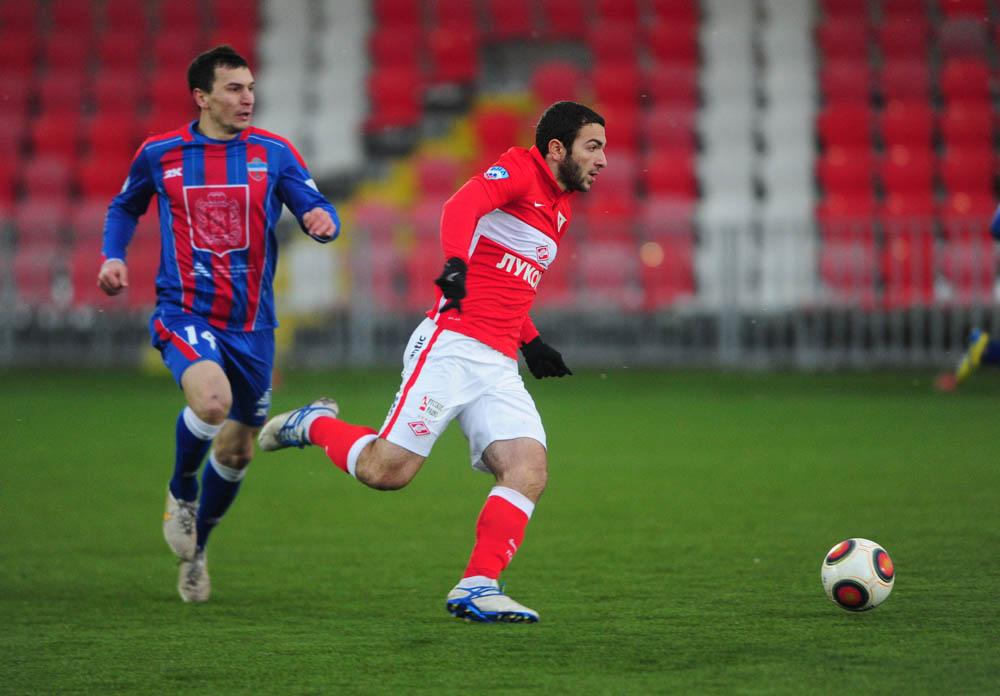 Georgi Melkadze em acção no pouco tempo em que actuou frente ao FC Yenesei Fonte: 1fnl.ru