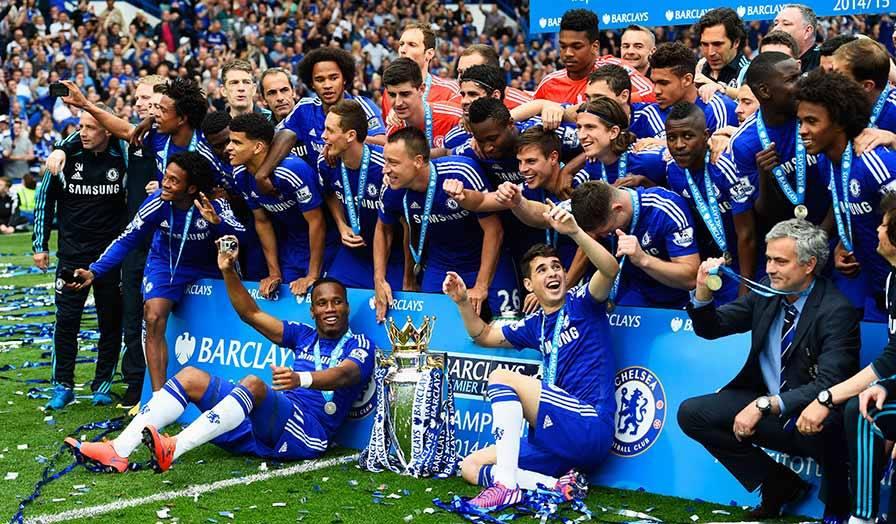 José Mourinho venceu o seu terceiro título de campeão inglês ao serviço do Chelsea Fonte: Chelsea FC