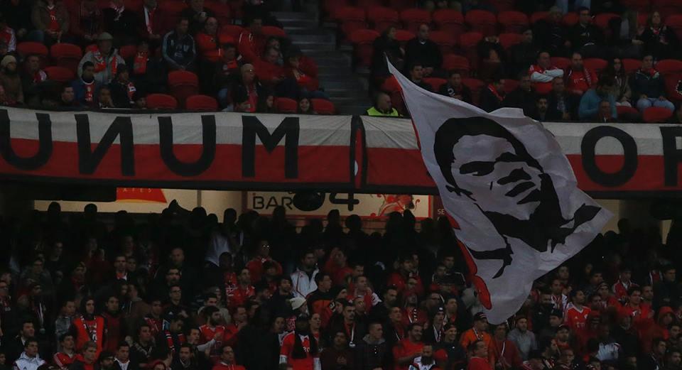 Os adeptos gritam por ele todos os jogos; Fonte: Facebook do Sport Lisboa e Benfica