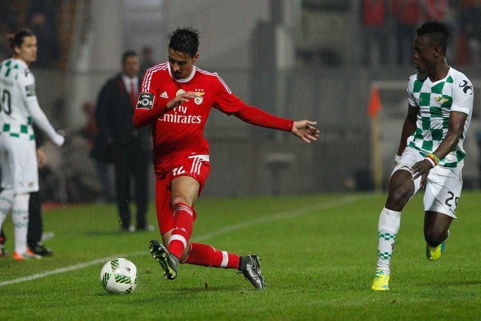 André Almeida saltou para ocupar o lugar deixado por Nélson Semedo e tem sido exemplar Fonte: SL Benfica