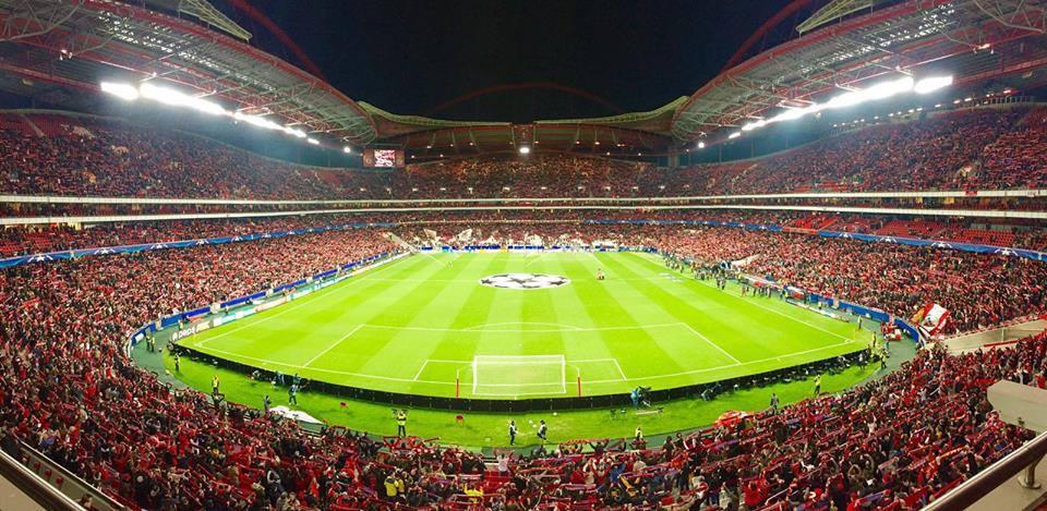 Os mais de 40 mil que estiveram na luz empurraram a equipa para a vitória Fonte: SL Benfica