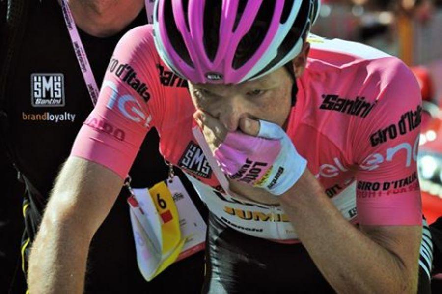 A imagem diz tudo sobre o que Kruijswijk poderia estar a sentir no final da etapa 19 Fonte: pedal.com.br