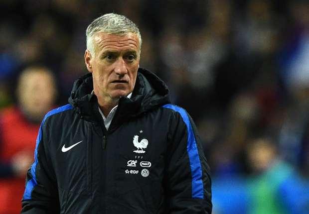 Capitão de equipa nas finais de 98 e 2000, Deschamps tem a ambição de conseguir agora conquistar o troféu como treinador Fonte: Goal.com