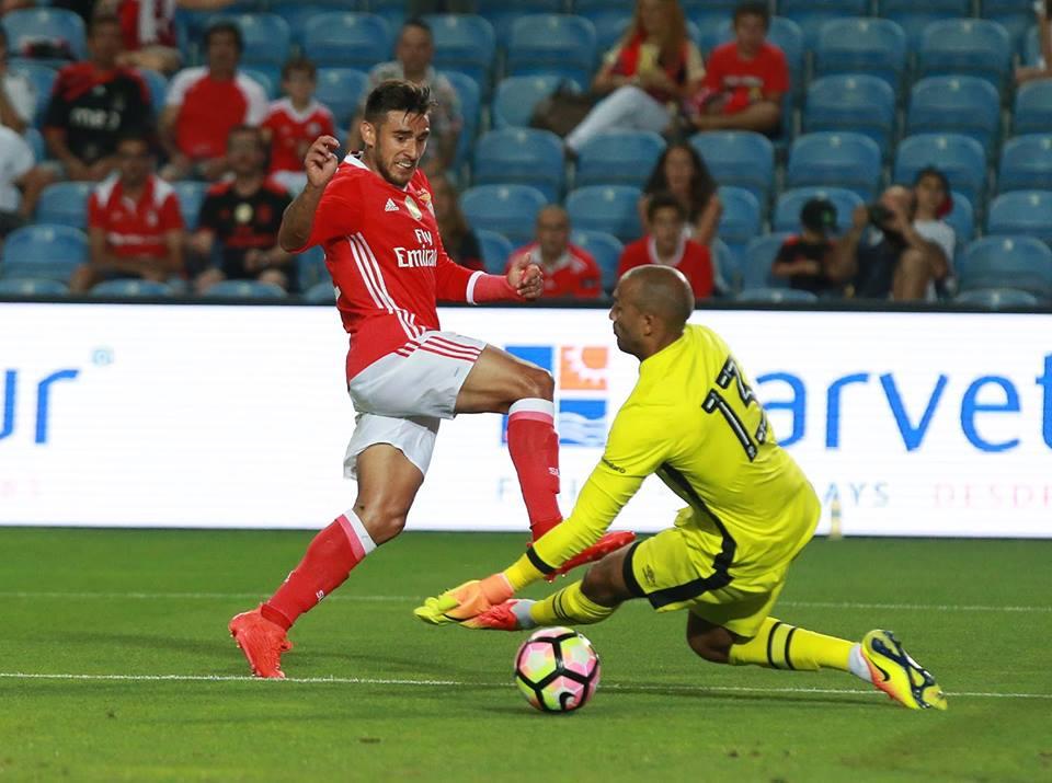 O excesso de extremos do plantel encarnado pode abrir a porta à venda de Toto Salvio Fonte: SL Benfica
