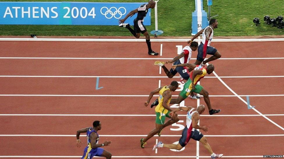 """Gatlin """"roubou"""" o ouro olímpico por esta curta distância Fonte: BBC"""