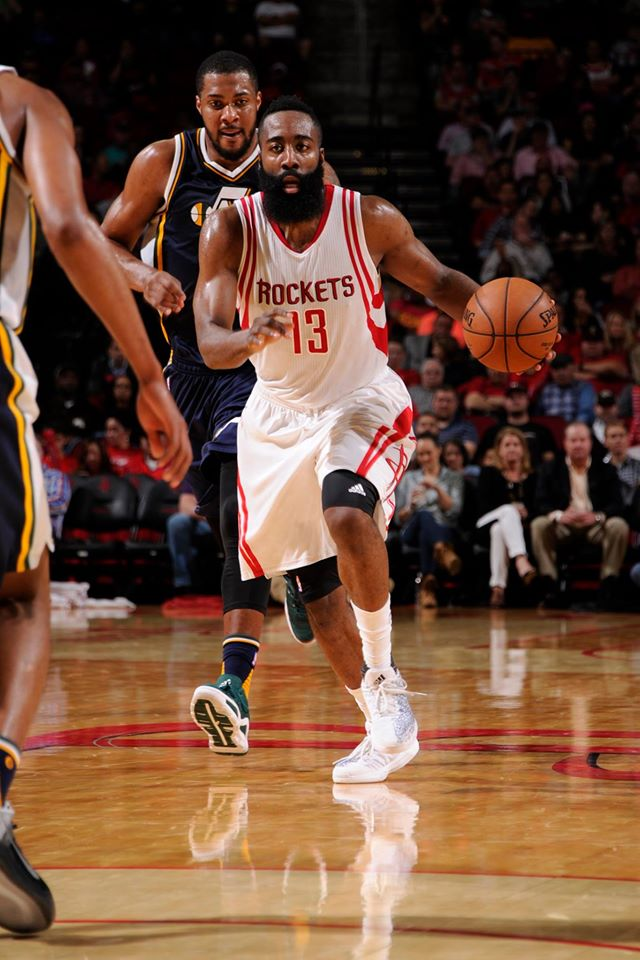 Harden assume a batuta na orquestra ofensiva dos Rockets Fonte: Houston Rockets