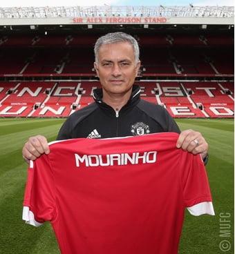 Mourinho tem estado alinhado com a má forma dos 'red devils' Fonte: Manchester United